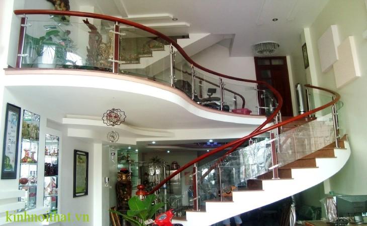 Cầu thang kính Cửa kính cường lực có an toàn không ?