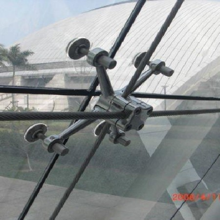 Hệ mặt dựng spider dây cáp