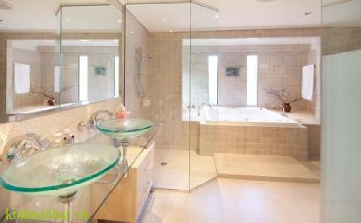 Phòng tắm kính Cửa kính cường lực có an toàn không ?