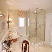 Ưu điểm phòng tắm kính mở góc 135 độ