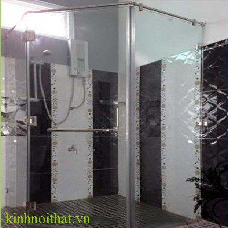 vách tắm kính góc 135 độ