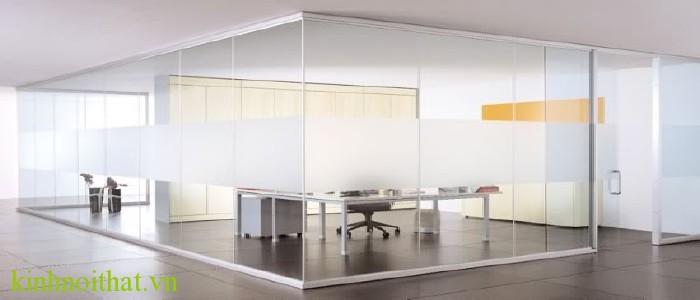 Vách kính văn phòng Tầm quan trọng của vách kính cường lực trong cuộc sống