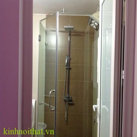 Vách tắm kính góc 135 độ Vách tắm kính trong suốt