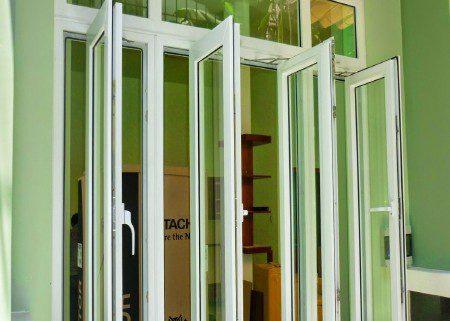 Cửa sổ nhôm hệ việt pháp mở quay Cần lắm một hệ cửa sổ nhôm việt pháp mở quay tiện ích