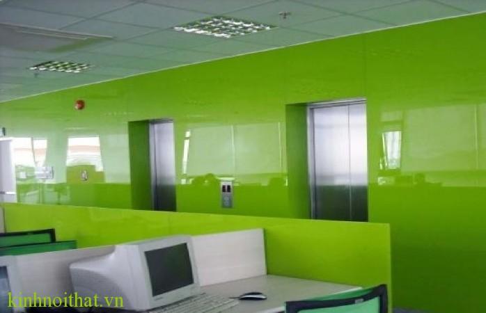 Kính ốp tường văn phòng Kính màu ốp tường