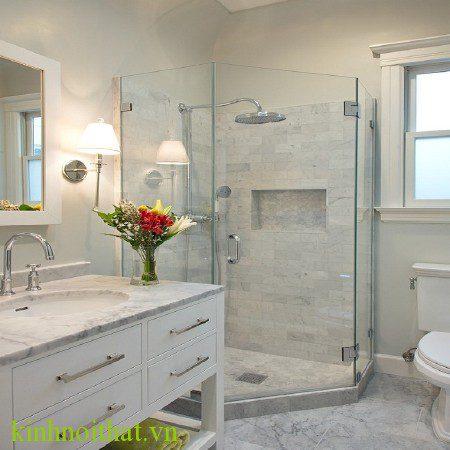 Mẫu phòng tắm kính vát góc