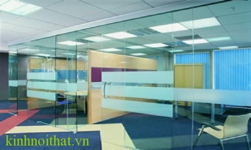 Vách kính cường lực văn phòng 7 Vách kính cường lực thể hiện đẳng cấp của một văn phòng chuyên nghiệp