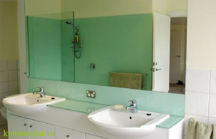 Kính màu phòng tắm 1 Bạn được lợi ích gì khi sử dụng kính ốp tường nhà tắm tại passwindow