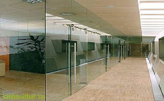 Cửa kính cường lực văn phòng 12