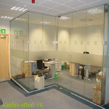 Cửa kính cường lực văn phòng 13