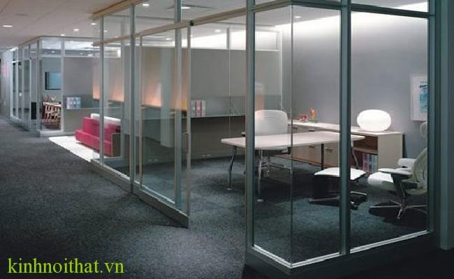 Cửa kính cường lực văn phòng 14