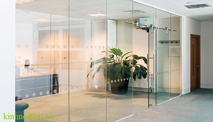 Cửa kính an toàn Thực hư về sự an toàn của cửa kính cường lực