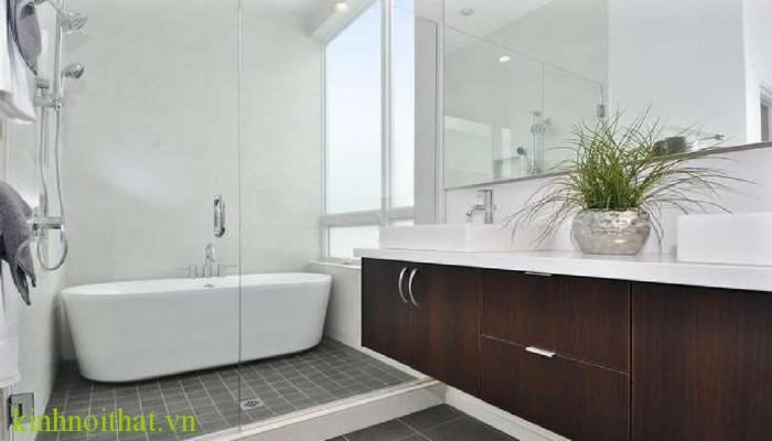 Phòng tắm kính mở quay Phòng tắm kính và những lý do bạn nên lắp đặt vách tắm kính ngay