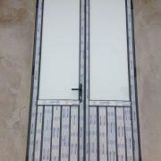Cửa đi 2 cánh nhôm việt pháp hệ 4400 Cực chuẩn với phương pháp lựa chọn cửa nhôm việt pháp siêu bền
