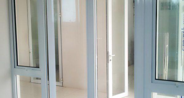Chia sẻ kinh nghiệm lựa chọn cửa nhôm việt pháp Chia sẻ kinh nghiệm lắp đặt cửa nhôm việt pháp đẹp đúng thiết kế