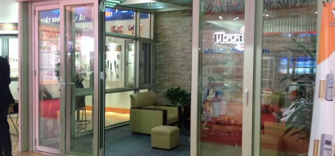 cửa nhôm việt pháp mở lùa 4 cánh Cửa nhôm việt pháp mở lùa 4 cánh hệ 2600 đẹp và rẻ nhất tại hà nội