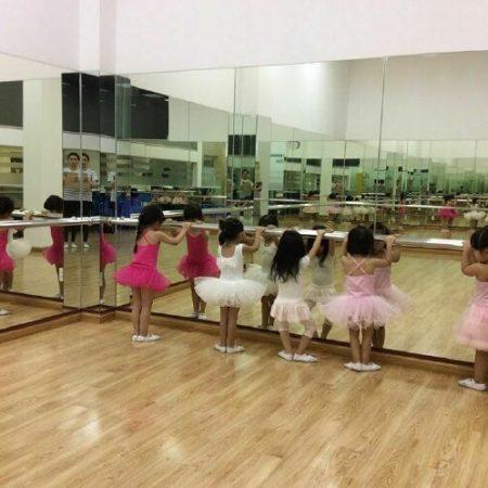 Gương phòng tập múa