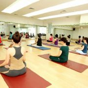 guong phong tap yoga 5 Cửa sổ nhôm việt pháp hệ 4400 mở quay cao cấp Trang Chủ